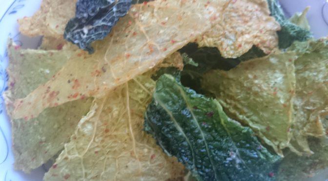 Сыроедные чипсы из савойской капусты